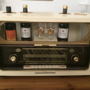 Vintageradio Weinbar upcycling