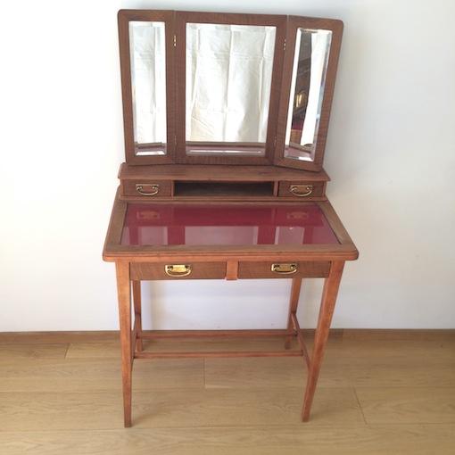 antiker Schminkspiegeltisch